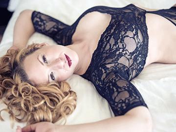 Mg Boudoir Photographie - lingerie - dentelle - beauté - boucles - confiance